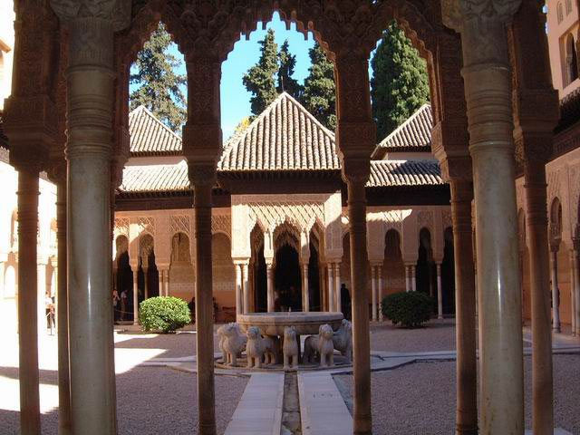 http://gepeskonyv.btk.elte.hu/adatok/Okor-kelet/Okori.es.keleti.muveszet/f/Image/Muveszet-Arab/Oroszlanos-udvar.jpg